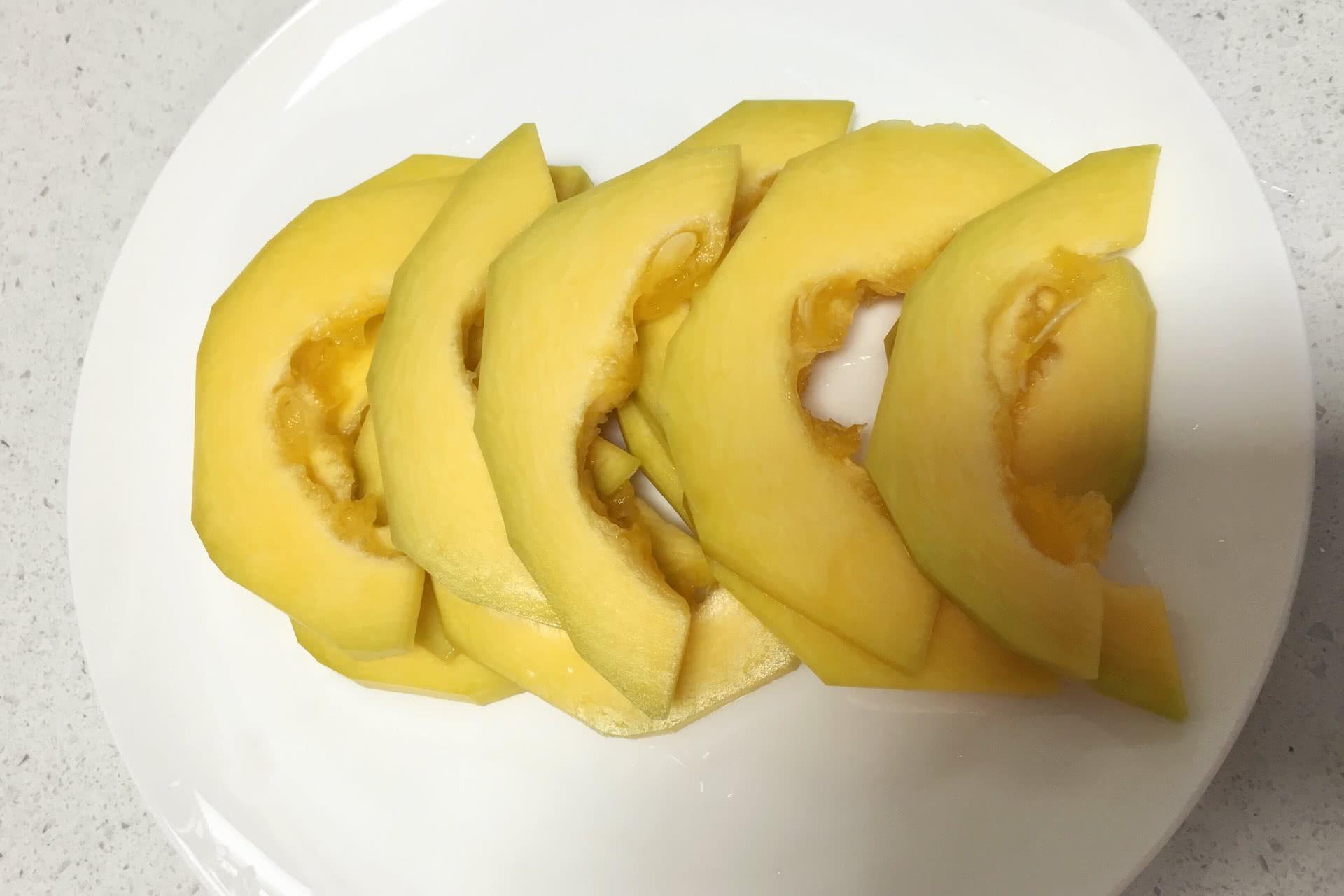 香酥南瓜片的做法图解1