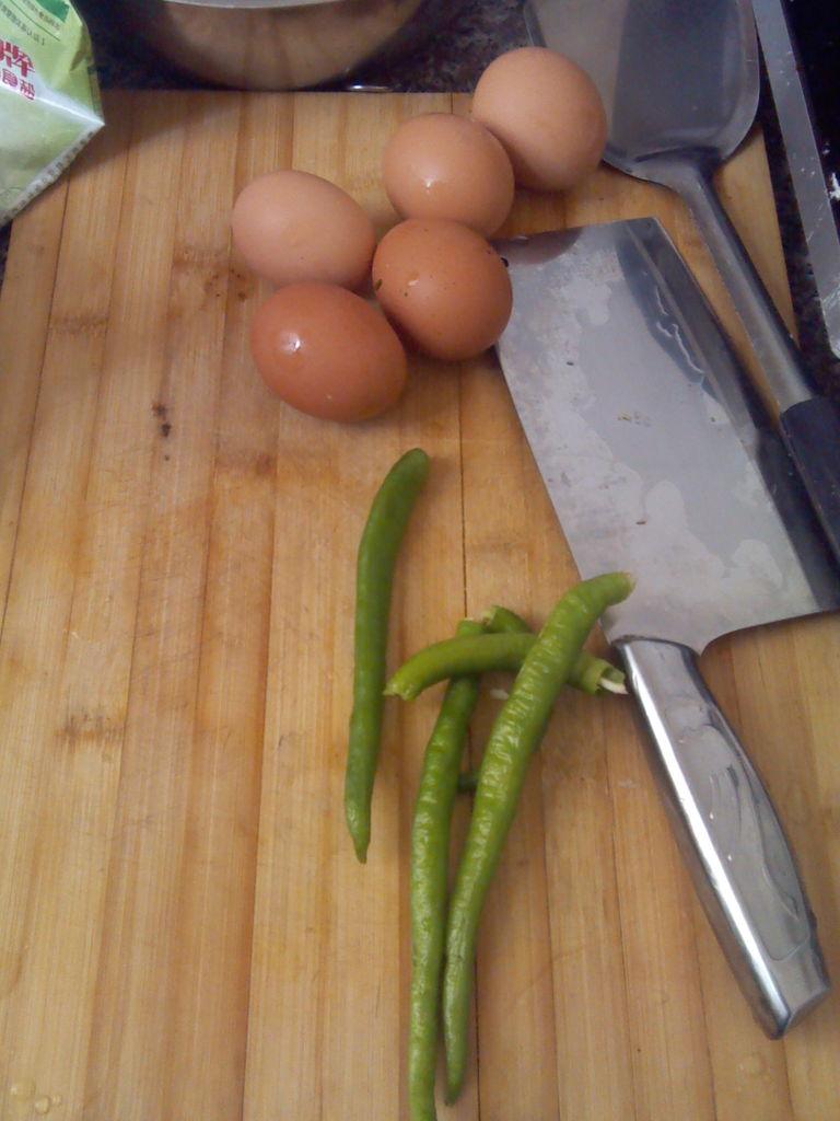 炒鸡蛋辣椒的做法步骤