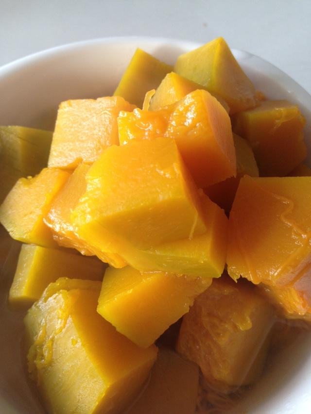 炒菜煲汤临锅时加入提鲜不口干 冰糖南瓜的做法步骤        本菜谱的