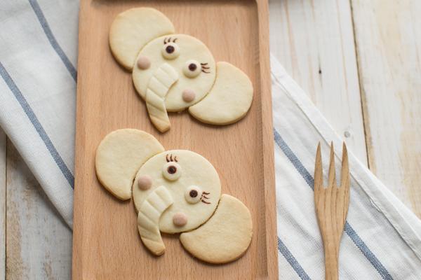 我也是会想到蜡笔小新啊……不过我还是很喜欢这个可爱的大象饼干的.