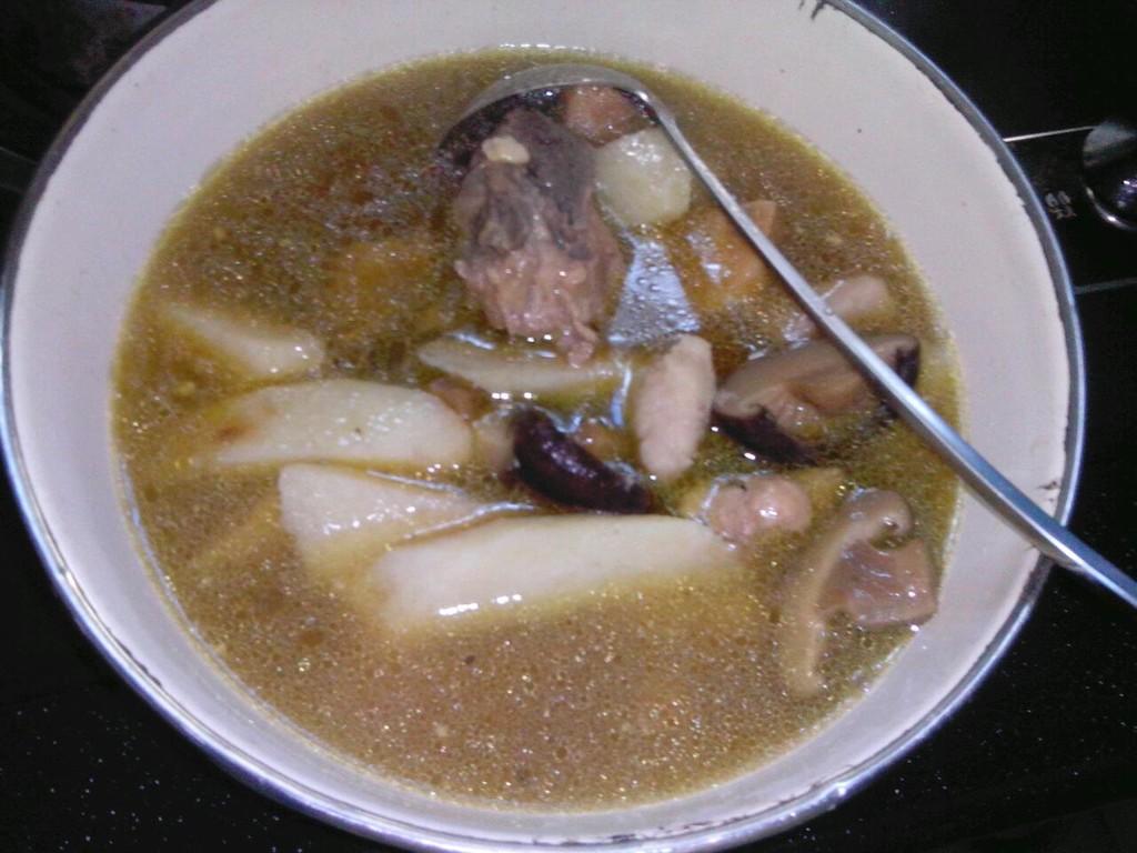 炒菜煲汤临锅时加入提鲜不口干 淮山骨头煲汤的做法步骤        本