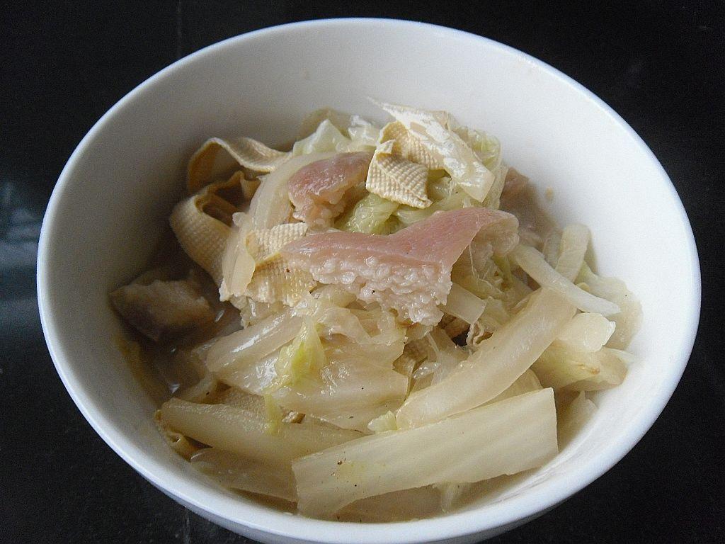 肉皮熬白菜的做法步骤 高清图片