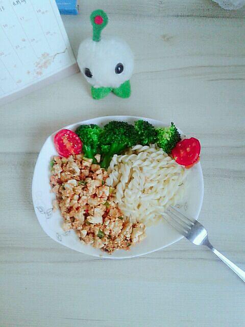 茄汁鸡刨豆腐配意面——这很中国风