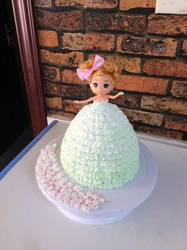 芭比娃娃渐变生日蛋糕的做法_【图解】芭比娃娃渐变做