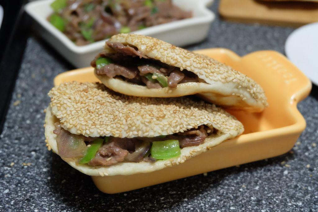 芝麻烧饼夹烤牛肉#利仁电饼铛,烙烤不翻锅#的做法图解22