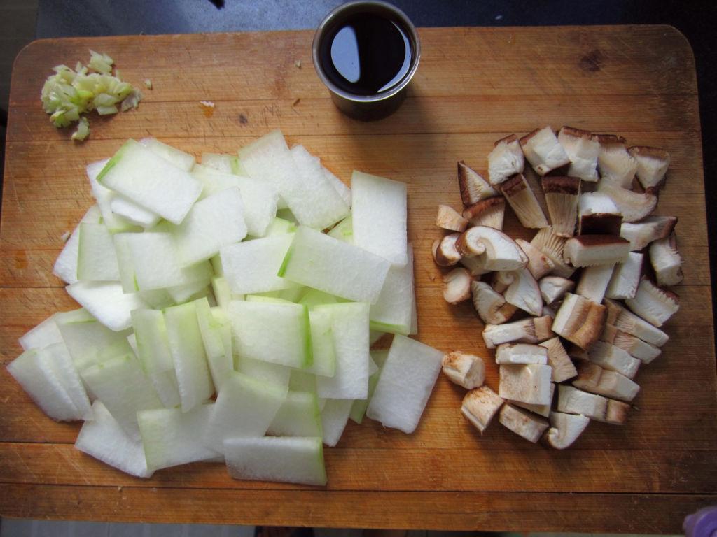 香菇酒炖冬瓜的做法_【图解】香菇酒炖冬瓜怎么做好吃