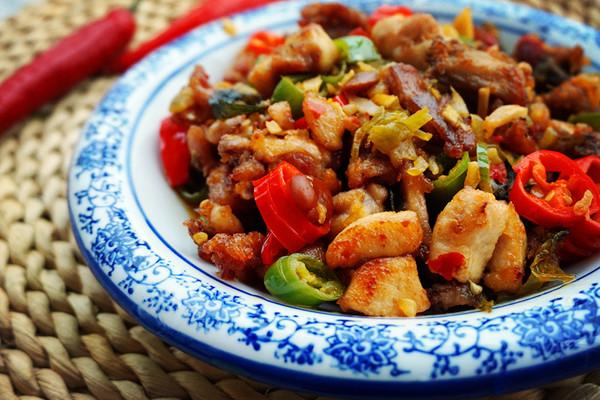 酸菜碎米兔的做法