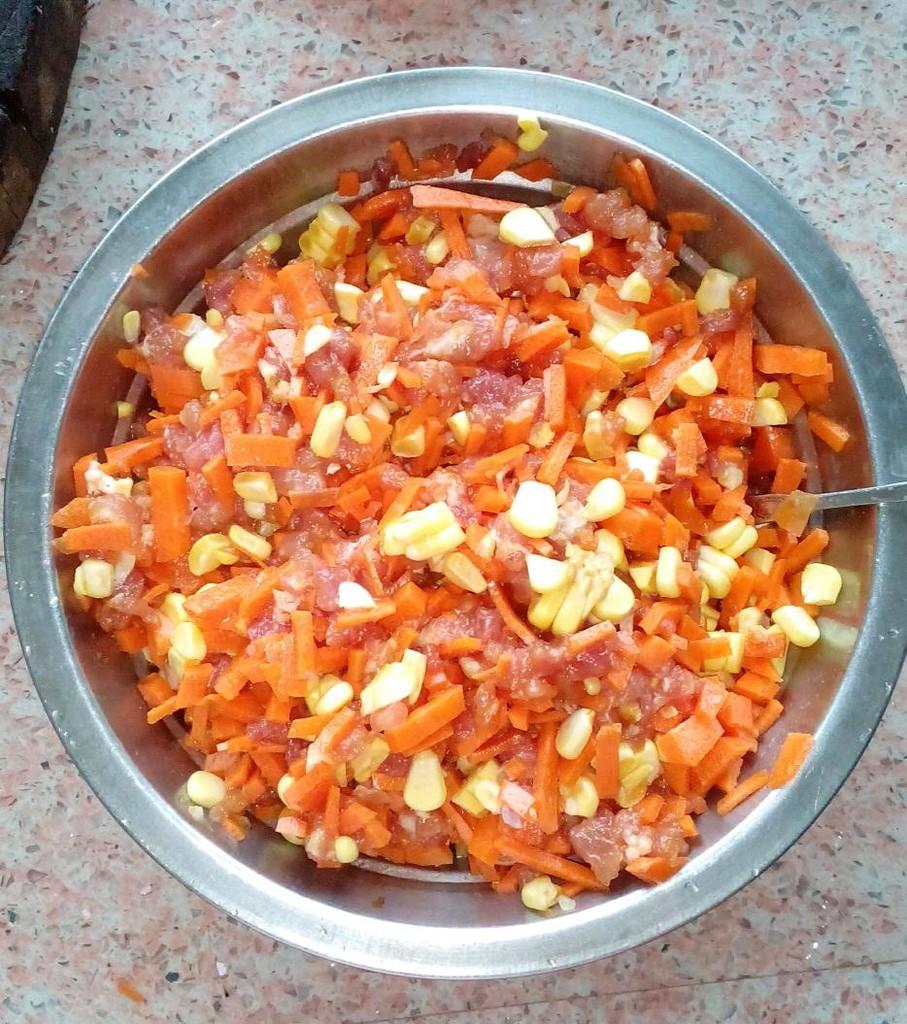 玉米猪肉胡萝卜饺子鼻子a玉米橄榄油图片