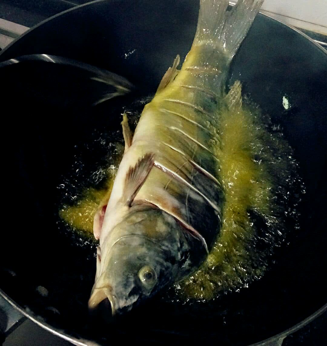 鲤鱼剪窗花步骤