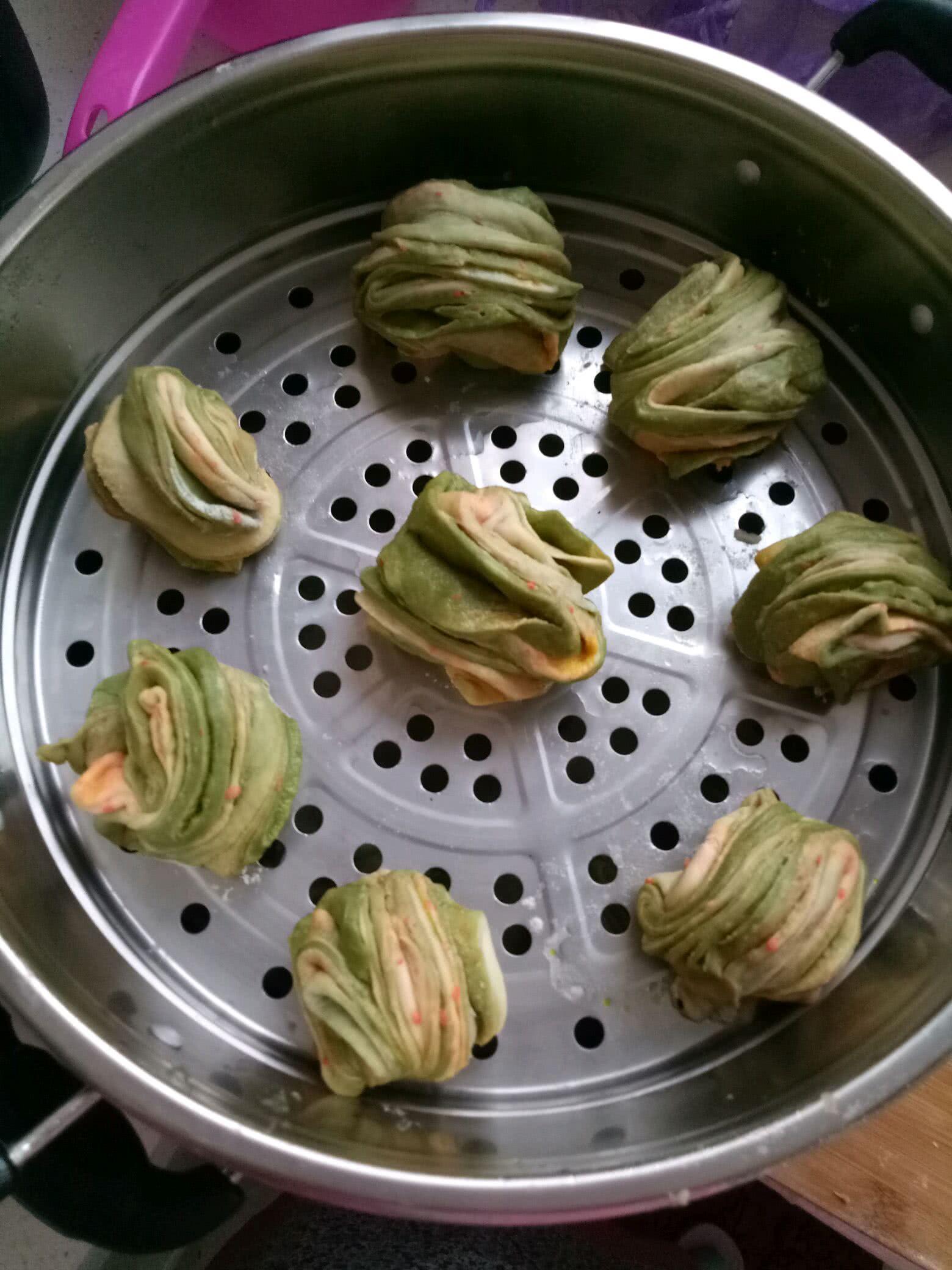 菠菜胡萝卜花卷的做法图解4