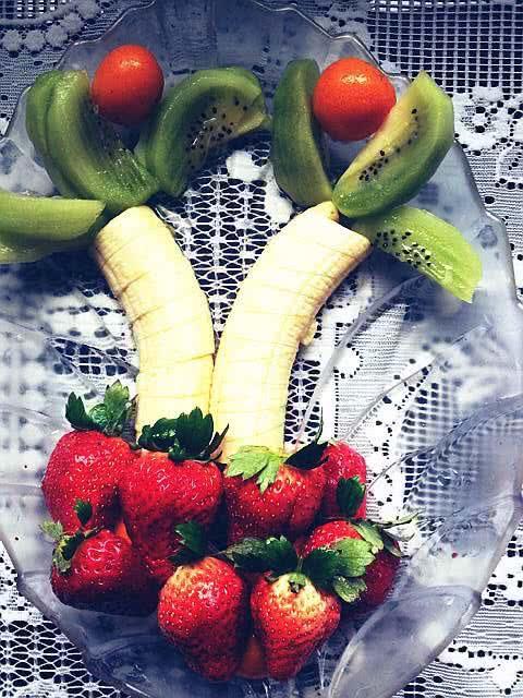 创意水果拼盘的做法步骤 2. v13478387206