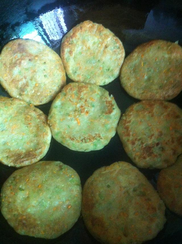 蔬菜豆渣饼的做法_【图解】蔬菜豆渣饼怎么做好吃_冰