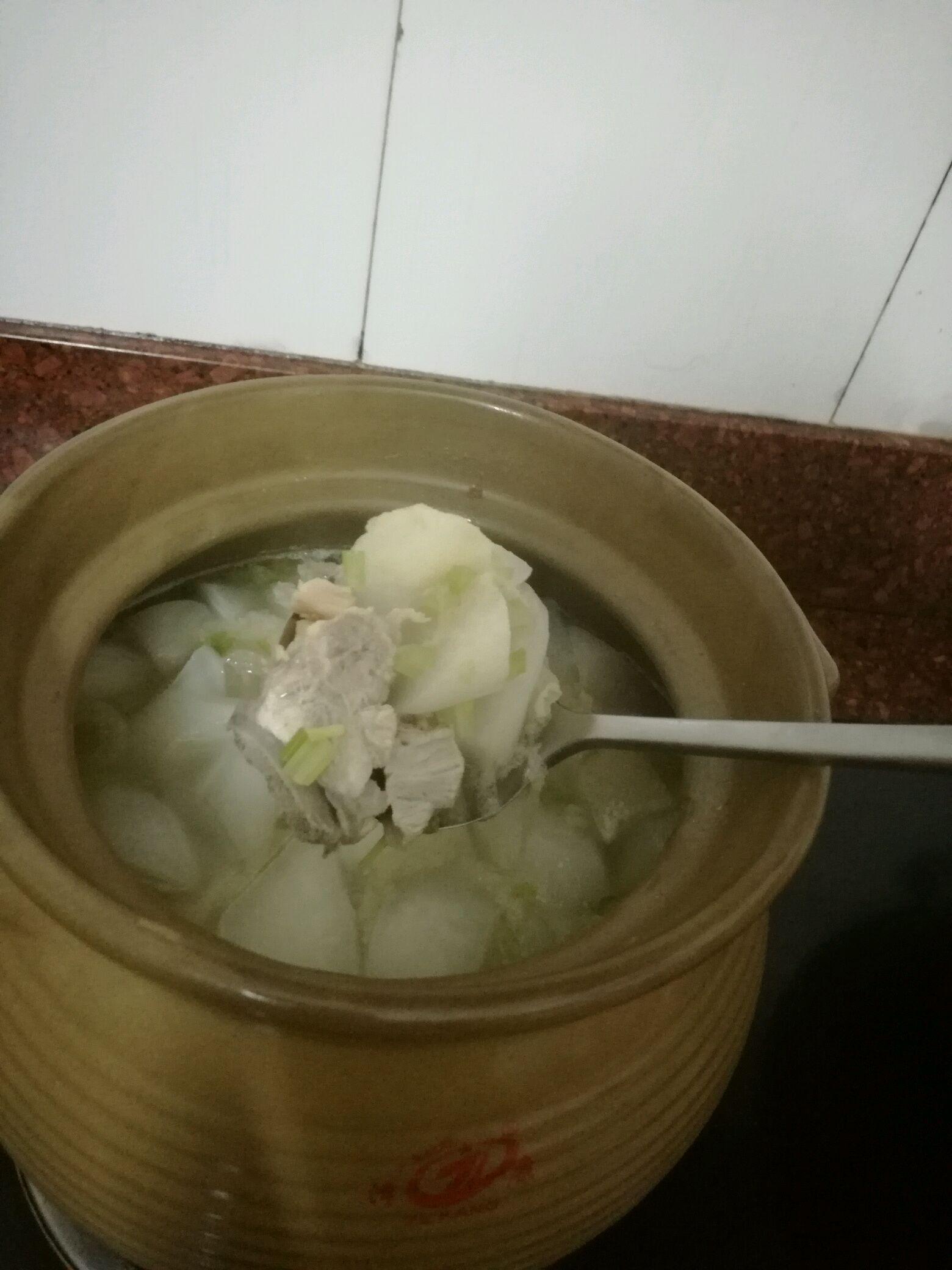 竹荪萝卜干贝汤的做法图解2