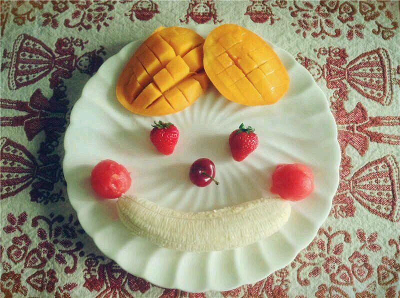 主料 香蕉一根 草莓两颗 西瓜 芒果一个 车厘子两颗 水果拼盘的做法