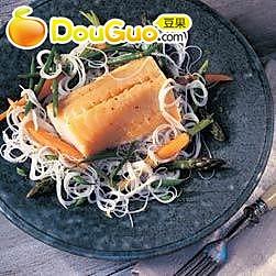 烟熏鳕鱼配米粉的做法