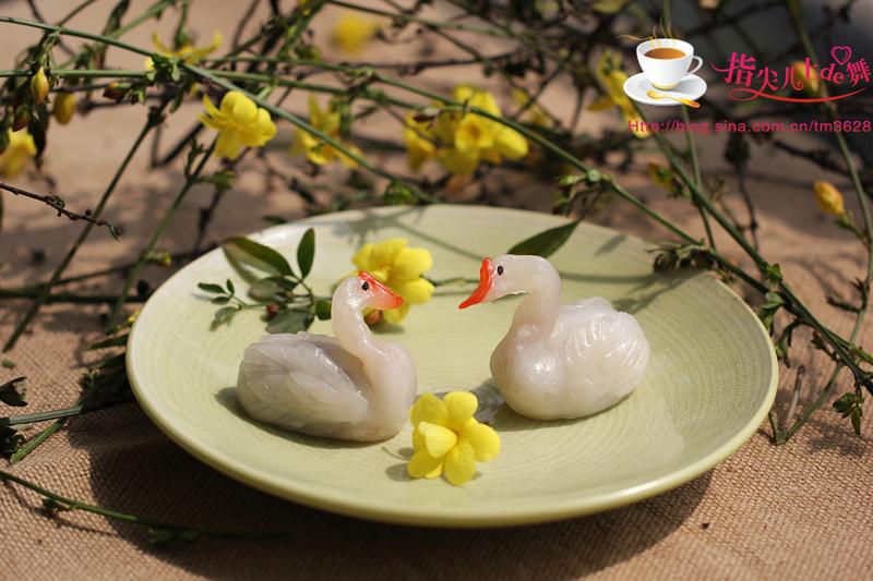 """今天就推荐一款郊游小甜点----天鹅点心,""""春江水暖鸭先知"""",美丽的天鹅"""