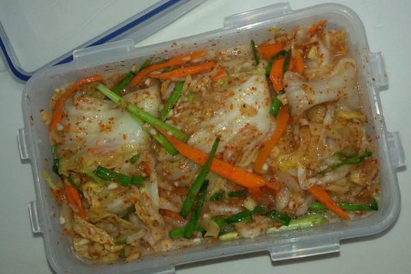 苹果,梨,姜,蒜,白红萝卜,韭菜 辅料  鱼露 韩国泡菜的做法步骤