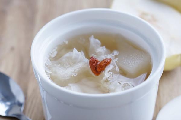 润喉的小吊梨汤的做法