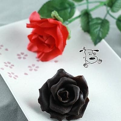 一朵永不凋谢的玫瑰花 巧克力玫瑰花的做法 一朵永不凋谢的玫瑰花 巧