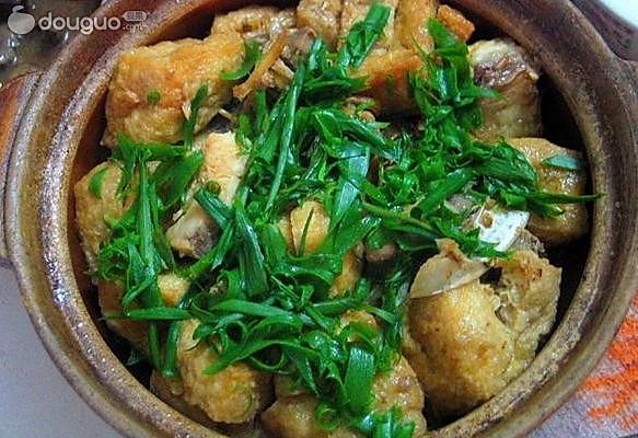 鱼头油豆腐煲的做法