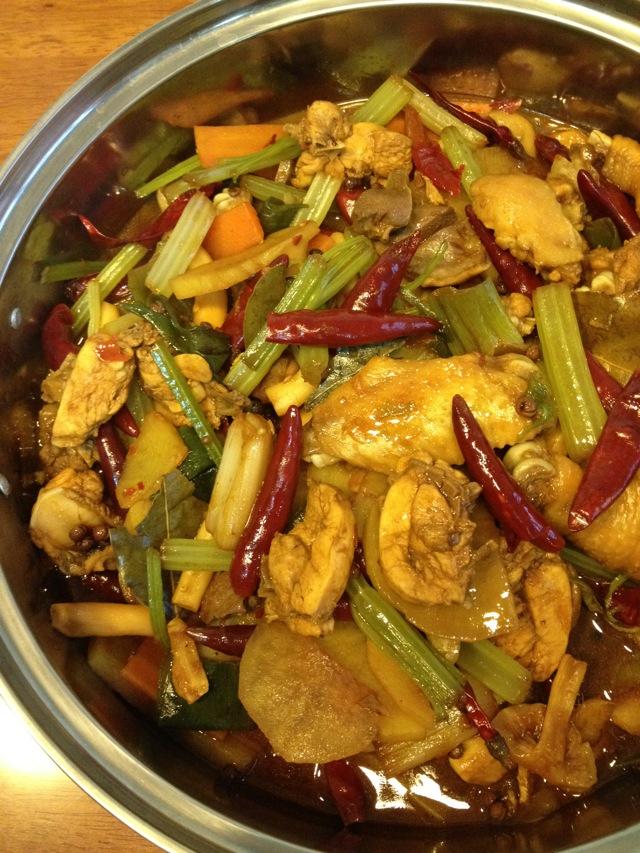 活鸡在锅里的图片_求详细干锅鸡的做法`最好还有图片``-