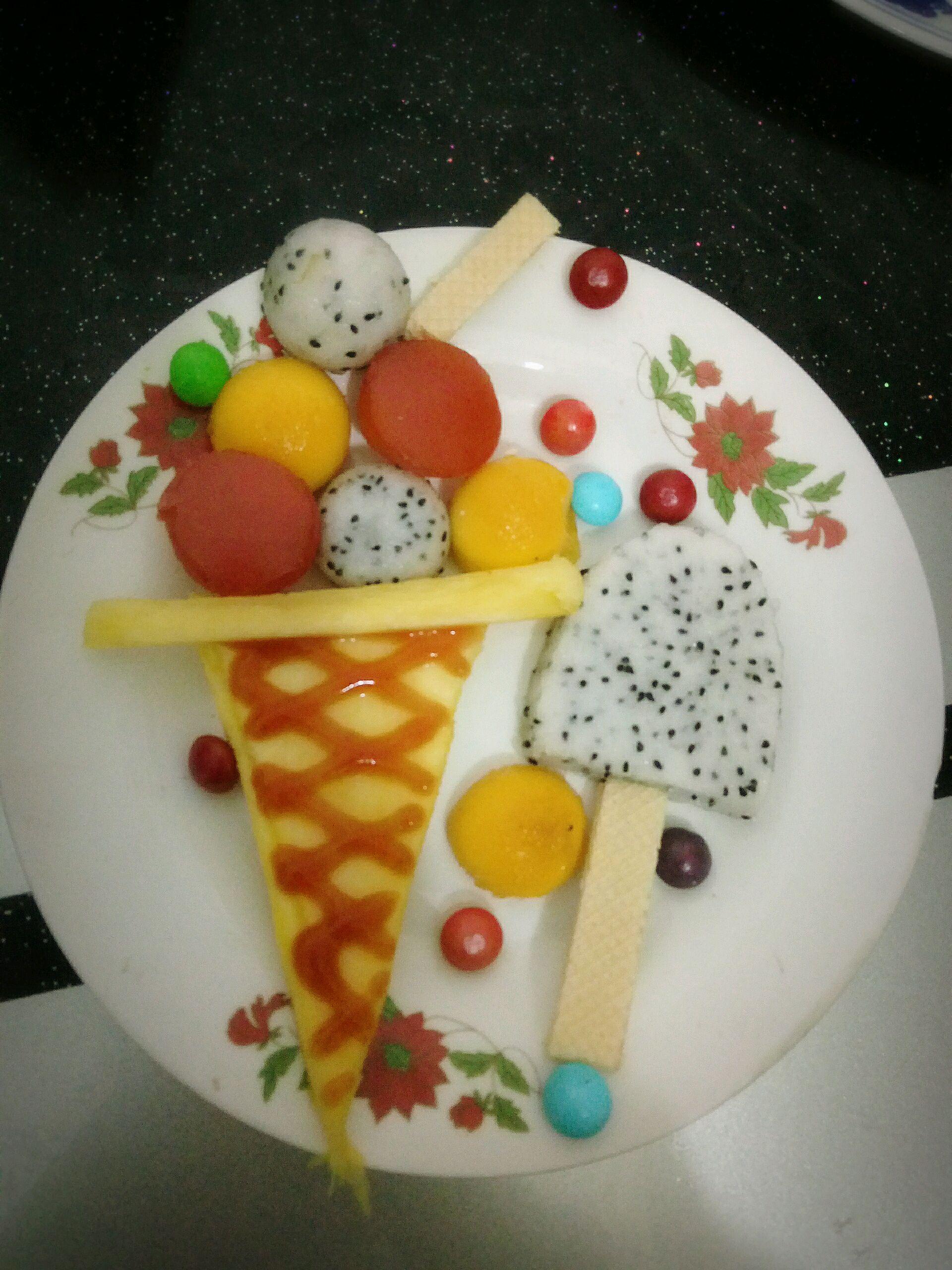 水果拼盘冰淇淋