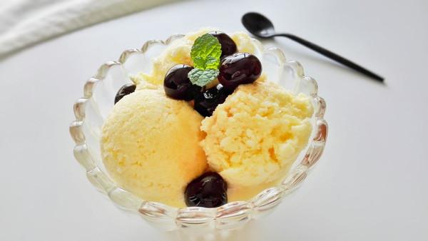 低脂牛奶樱桃冰激凌