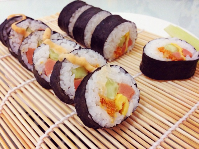 鸡蛋 肉松 火腿肠 辅料   盐 白糖 白醋 千岛酱 日式寿司卷的做法步骤