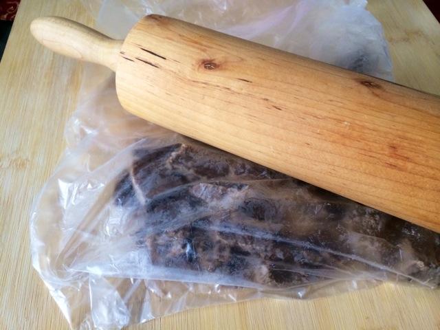宝宝 酱油/4. 将牛肉捞出放袋里用擀面杖擀松,用手撕碎。