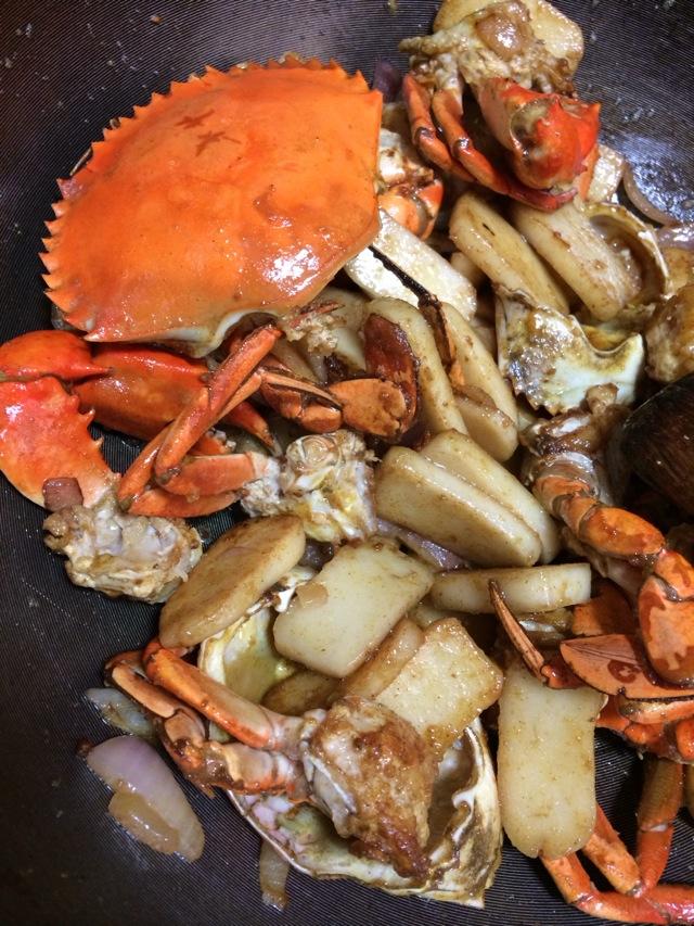 咖喱炒年糕螃蟹的做法图解1