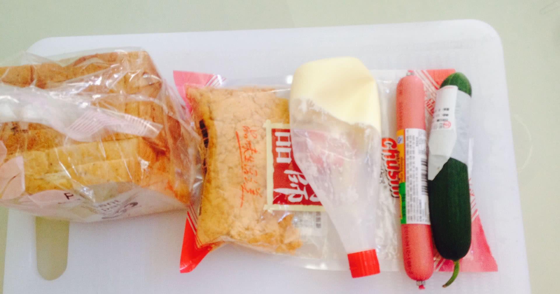 快手三明治!的做法图解1