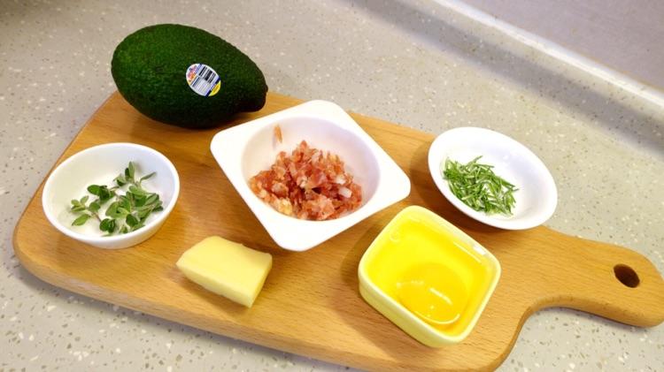 牛油果芝士焗蛋 迷迭香烤杂蔬的做法图解1