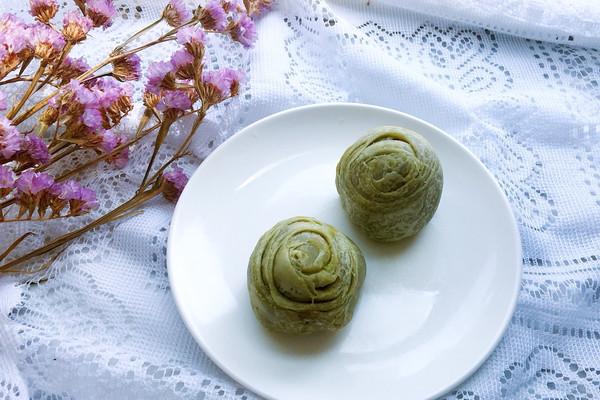 抹茶蛋黄酥#春天中的一抹绿色#的做法