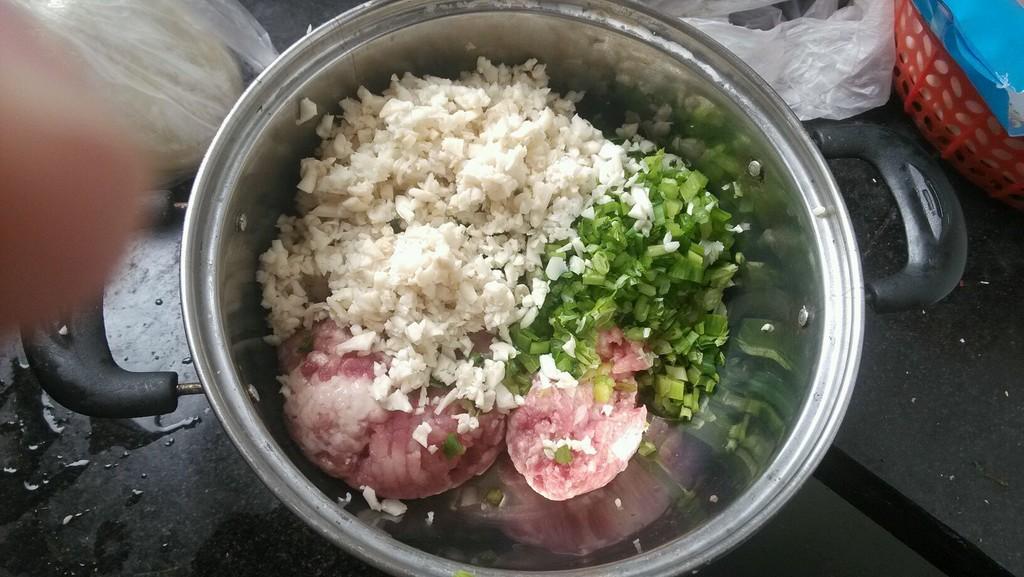 蘑菇猪肉水饺的做法图解4