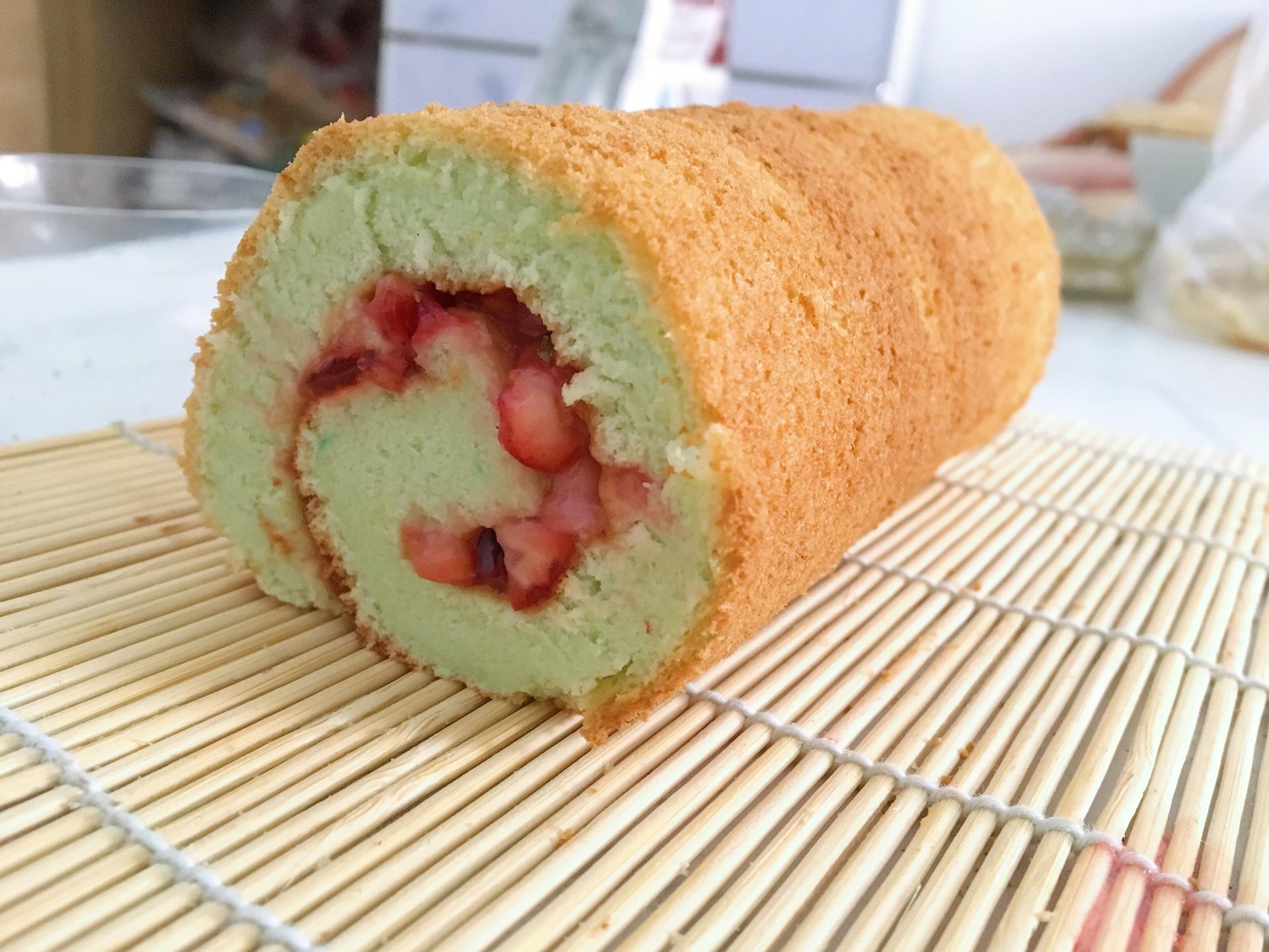 草莓蛋糕卷的做法图解5