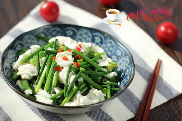 韭菜花炒咸蛋白