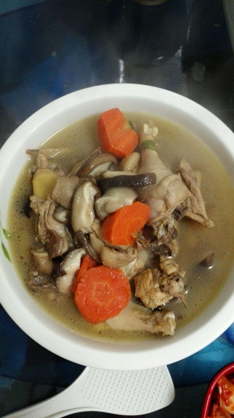 炒菜煲汤临锅时加入提鲜不口干 砂锅鸡的做法步骤 分类:         本菜