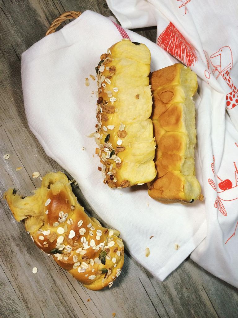 酵母4克 黄油20克 辅料   糖60克 盐2克 南瓜辫子面包的做法步骤 小