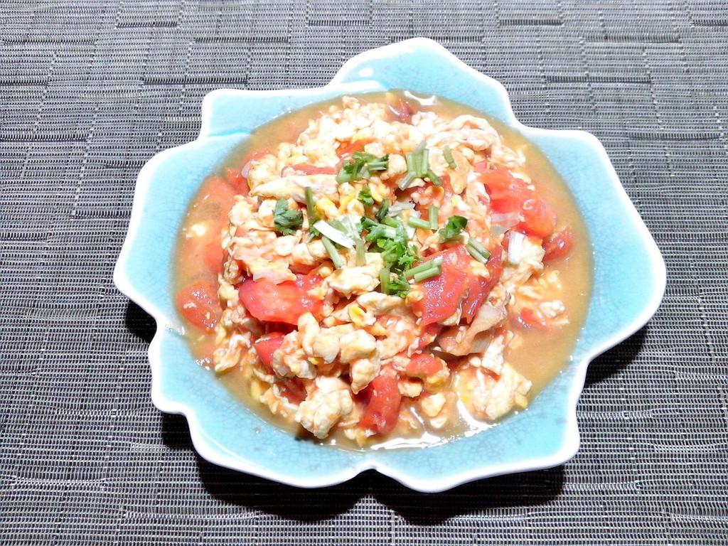西红柿炒蛋的做法步骤 1. 【西红柿炒蛋】西红柿切块 2.