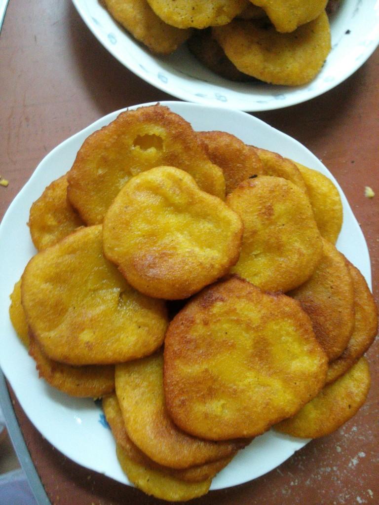 主料 南瓜,糯米500g 辅料   白糖8勺 南瓜饼的做法步骤 1.