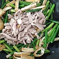 家常菜:蒜苗豆干炒肉丝的做法图解10