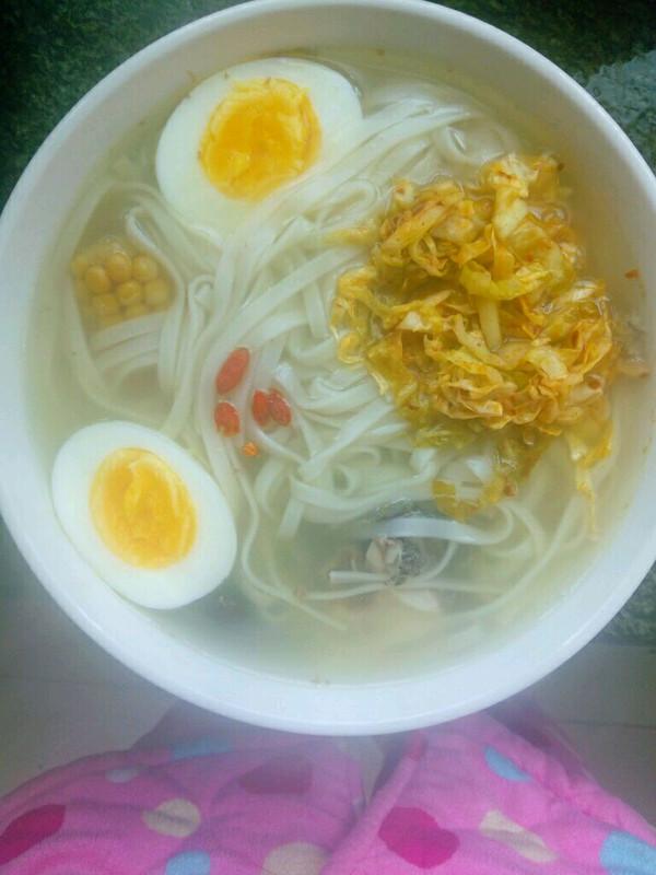 鱼头辣白菜面条汤