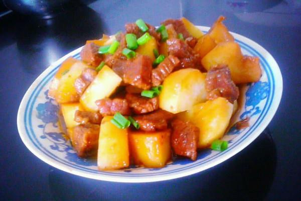 牛腩焖土豆的做法 牛腩焖土豆怎么做如何做好吃 牛腩焖土豆家常做法