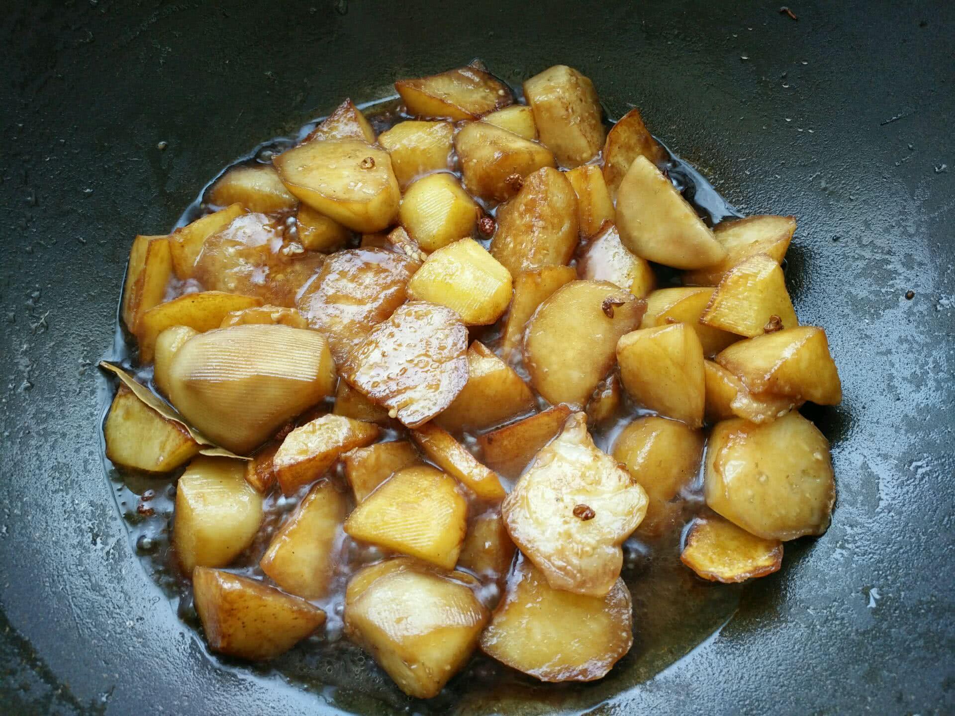 土豆烧茄子的做法图解3