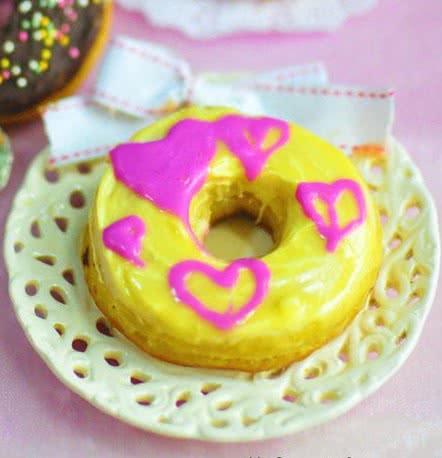 b:装饰用:糖份 紫色,桃红色巧克力笔 彩色糖珠 黑白巧克力 梦幻甜甜圈
