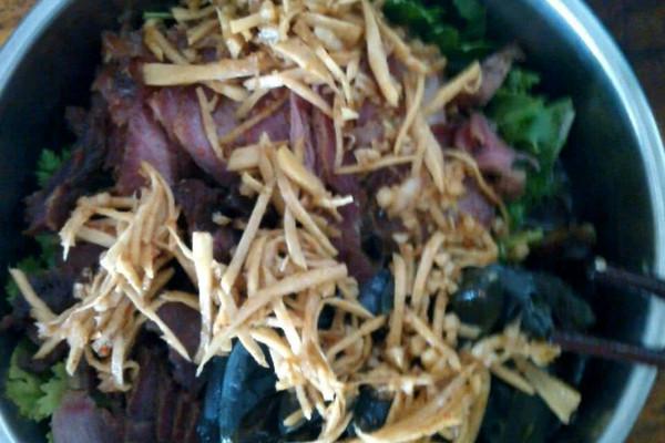 皮蛋凉拌叉烧肉的做法 皮蛋凉拌叉烧肉怎么做如何做好吃