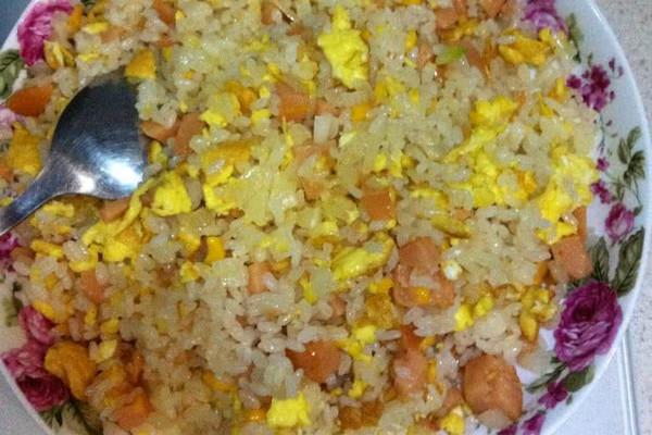 玉米肠鸡蛋炒饭的做法