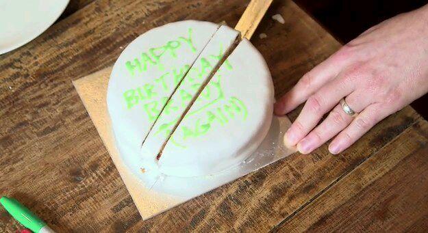 这是切蛋糕的正确方法(切完还能把蛋糕拼成圆形)