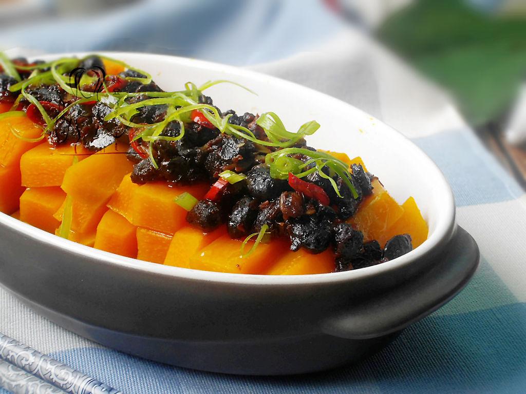 辅料   豆豉2汤匙 葱2根 辣椒1只 蒜1瓣 盐 油 豆豉蒸南瓜的做法步骤