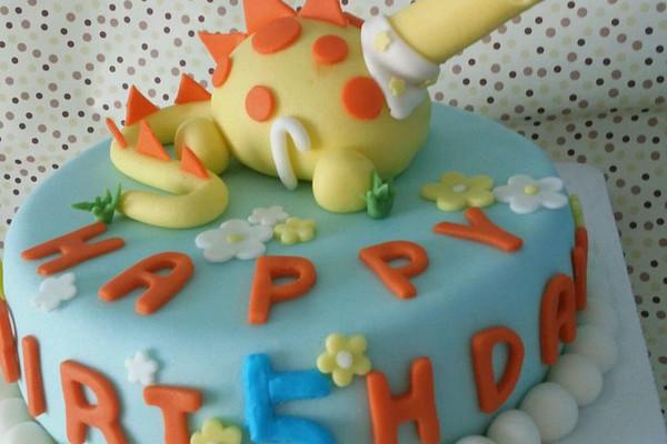 萌系翻糖恐龙蛋糕